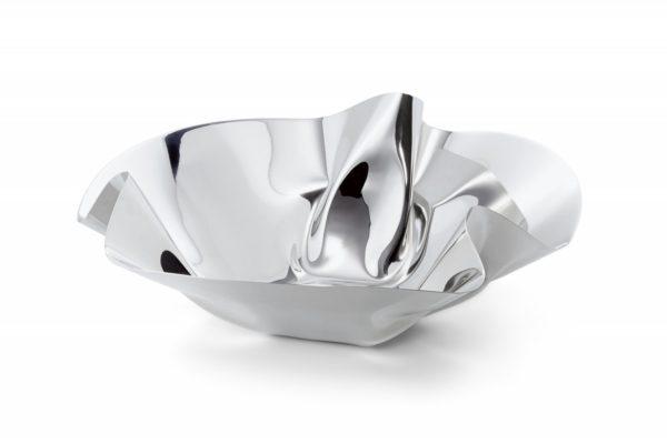 Eine Schale aus gefalteten Metall