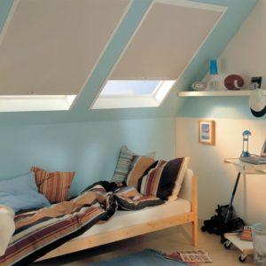 Dieses Bild zeig ein Dachfensterollo der Firma Cortina